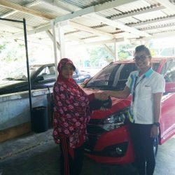 Foto Penyerahan Unit 1 Sales Marketing Mobil Dealer Daihatsu Pulo Gadung Febri Chairani