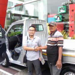 Foto Penyerahan Unit 1 Sales Marketing Mobil Dealer Daihatsu Semarang Arif
