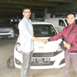 Foto Penyerahan Unit 11 Sales Marketing Mobil Daihatsu Asep