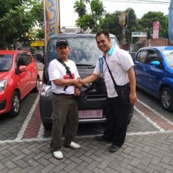 Foto Penyerahan Unit 11 Sales Marketing Mobil Dealer Daihatsu Nursah