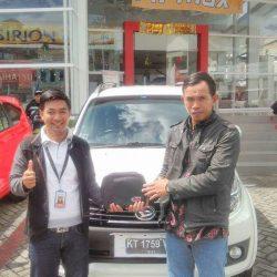 Foto Penyerahan Unit 12 Sales Marketing Mobil Dealer Daihatsu Penajam Idrus