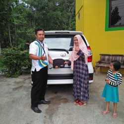 Foto Penyerahan Unit 12 Sales Marketing Mobil Dealer Daihatsu Purworejo Sigit