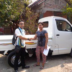 Foto Penyerahan Unit 12 Sales Marketing Mobil Dealer Daihatsu Semarang Arif