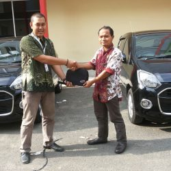 Foto Penyerahan Unit 13 Sales Marketing Mobil Dealer Daihatsu Lenteng Agung Ari