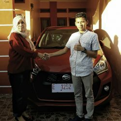 Foto Penyerahan Unit 14 Sales Marketing Mobil Dealer Daihatsu Indramayu Hendy (1)