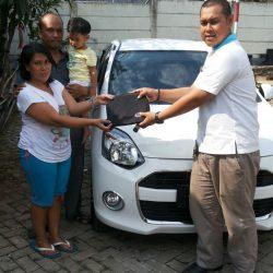 Foto Penyerahan Unit 14 Sales Marketing Mobil Dealer Daihatsu Lenteng Agung Ari