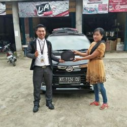 Foto Penyerahan Unit 14 Sales Marketing Mobil Dealer Daihatsu Penajam Idrus