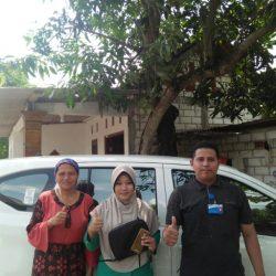 Foto Penyerahan Unit 2 Sales Daihatsu Rohman