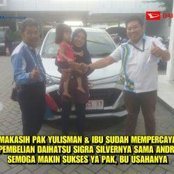 Foto Penyerahan Unit 2 Sales Marketing Mobil Dealer Daihatsu Andri