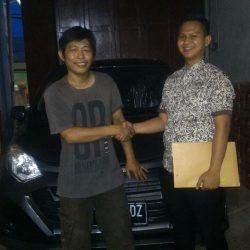 Foto Penyerahan Unit 2 Sales Marketing Mobil Dealer Daihatsu Cikampek Imam