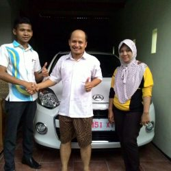 Foto-Penyerahan-Unit-2-Sales-Marketing-Mobil-Dealer-Daihatsu-Indramayu-Hendi