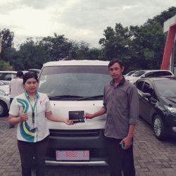 Foto Penyerahan Unit 2 Sales Marketing Mobil Dealer Daihatsu Kuningan Dika