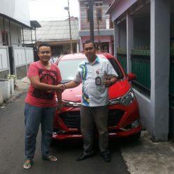 Foto Penyerahan Unit 2 Sales Marketing Mobil Dealer Daihatsu Lenteng Agung Ari