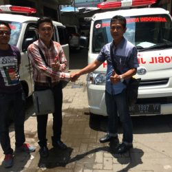 Foto Penyerahan Unit 2 Sales Marketing Mobil Dealer Daihatsu Medan Saulus