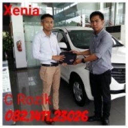 Foto Penyerahan Unit 2 Sales Marketing Mobil Dealer Daihatsu Mojokerto Rozik