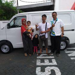 Foto Penyerahan Unit 2 Sales Marketing Mobil Dealer Daihatsu Nursah