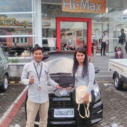 Foto Penyerahan Unit 2 Sales Marketing Mobil Dealer Daihatsu Penajam Idrus