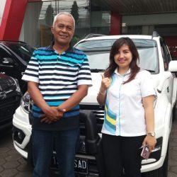 Foto Penyerahan Unit 2 Sales Marketing Mobil Dealer Daihatsu Purwakarta Peby