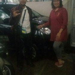Foto Penyerahan Unit 3 Sales Marketing Mobil Daihatsu Asep
