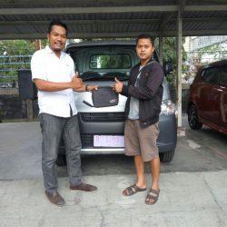 Foto Penyerahan Unit 3 Sales Marketing Mobil Dealer Daihatsu Banjarnegara Agung