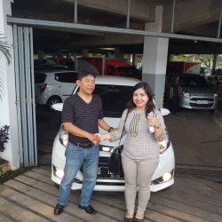 Foto Penyerahan Unit 3 Sales Marketing Mobil Dealer Daihatsu Cimahi Peby