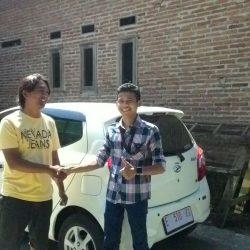 Foto-Penyerahan-Unit-3-Sales-Marketing-Mobil-Dealer-Daihatsu-Indramayu-Hendi