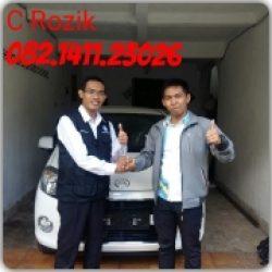 Foto Penyerahan Unit 3 Sales Marketing Mobil Dealer Daihatsu Mojokerto Rozik
