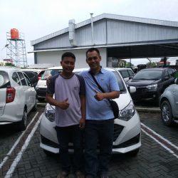 Foto Penyerahan Unit 3 Sales Marketing Mobil Dealer Daihatsu Nursah