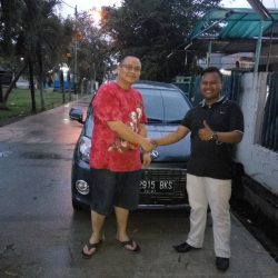Foto Penyerahan Unit 3 Sales Marketing Mobil Dealer Daihatsu Palmerah Hendri