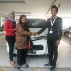 Foto Penyerahan Unit 3 Sales Marketing Mobil Dealer Daihatsu Pekanbaru Yudhi
