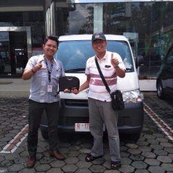Foto Penyerahan Unit 3 Sales Marketing Mobil Dealer Daihatsu Purwokerto Angky