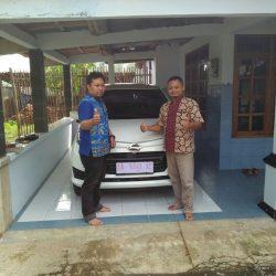 Foto Penyerahan Unit 3 Sales Marketing Mobil Dealer Daihatsu Purworejo Sigit