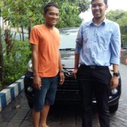 Foto Penyerahan Unit 3 Sales Marketing Mobil Dealer Daihatsu Surabaya Fajar