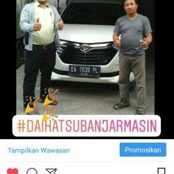 Foto Penyerahan Unit 3 Sales Marketing Mobil Dealer Daihatsu Zai