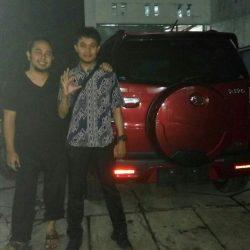 Foto Penyerahan Unit 4 Sales Marketing Mobil Daihatsu Asep