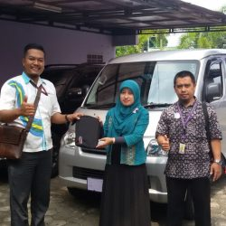 Foto Penyerahan Unit 4 Sales Marketing Mobil Dealer Daihatsu Banjarnegara Agung