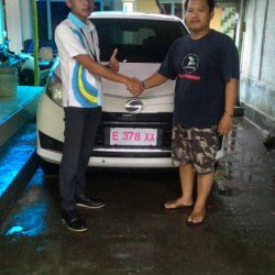 Foto-Penyerahan-Unit-4-Sales-Marketing-Mobil-Dealer-Daihatsu-Indramayu-Hendi
