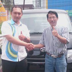 Foto Penyerahan Unit 4 Sales Marketing Mobil Dealer Daihatsu Lucky