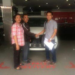 Foto Penyerahan Unit 4 Sales Marketing Mobil Dealer Daihatsu Medan Saulus