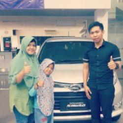 Foto Penyerahan Unit 4 Sales Marketing Mobil Dealer Daihatsu Mojokerto Rozik