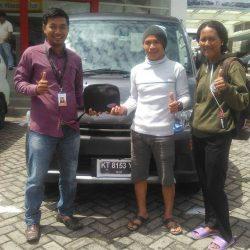 Foto Penyerahan Unit 4 Sales Marketing Mobil Dealer Daihatsu Penajam Idrus