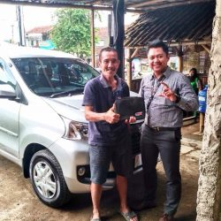 Foto Penyerahan Unit 4 Sales Marketing Mobil Dealer Daihatsu Purwokerto Angky