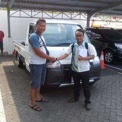 Foto Penyerahan Unit 4 Sales Marketing Mobil Dealer Daihatsu Semarang Arif