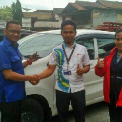 Foto Penyerahan Unit 4 Sales Marketing Mobil Dealer Daihatsu Sukabumi Baden
