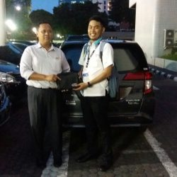 Foto Penyerahan Unit 4 Sales Marketing Mobil Dealer Daihatsu Surabaya Fajar