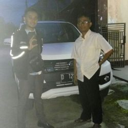 Foto Penyerahan Unit 5 Sales Marketing Mobil Daihatsu Asep
