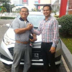Foto Penyerahan Unit 5 Sales Marketing Mobil Dealer Daihatsu Cikampek Imam