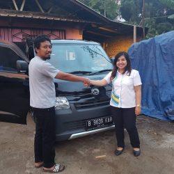 Foto Penyerahan Unit 5 Sales Marketing Mobil Dealer Daihatsu Cimahi Peby