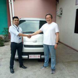 Foto Penyerahan Unit 5 Sales Marketing Mobil Dealer Daihatsu Haidar