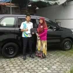 Foto-Penyerahan-Unit-5-Sales-Marketing-Mobil-Dealer-Daihatsu-Indramayu-Hendi